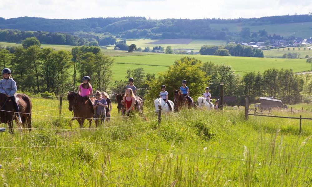 Angebot_Kinder auf Pferden_1000x600